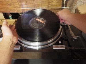 レコード盤 持ち上げ